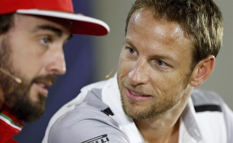 Alonso, con Button, recientemente en Abu Dabi.