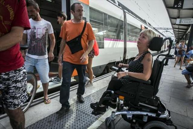 Los discapacitados exigen mejor acceso al transporte público