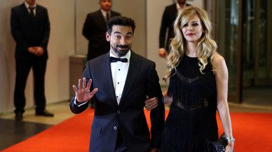 Argentine soccer player Ezequiel Lavezzi and Yanina Screpante pose for photographers as they arrive to the wedding of Lionel Messi and Antonela Roccuzzo in Rosario