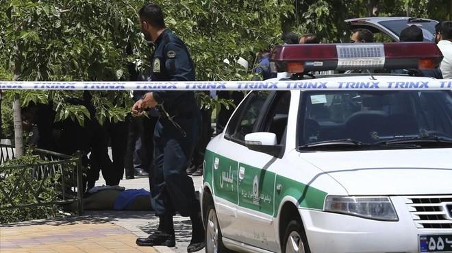 El Estado Islámico se atribuye el doble ataque en Teherán que causa 13 muertos y varios heridos
