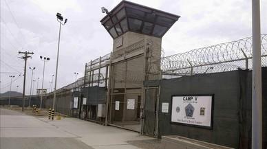 Omán recibe a 10 presos de Guantánamo