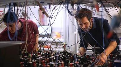 Investigadors de BCN burlen una llei bàsica de la física