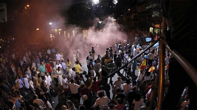 La policía ha detenido a seis personas tras encender una bengala entre los simpatizantes del partido conservador
