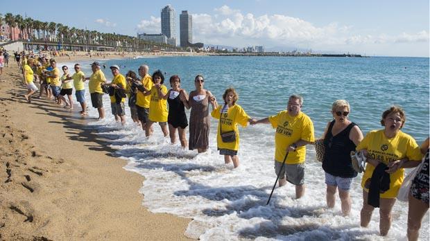 Manifestación conta el turismo celebrada este sábadoen la Barceloneta.