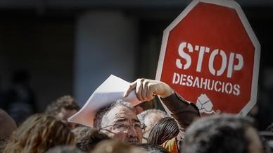 Manifestaci�n de la Plataforma de Afectados por la Hipoteca (PAH) en Valencia despu�s del fallo del Tribunal de la UE sobre los desahucios, en el 2013.