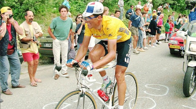 Miguel Indur�in, en 1995, camino de su quinta victoria en Par�s.