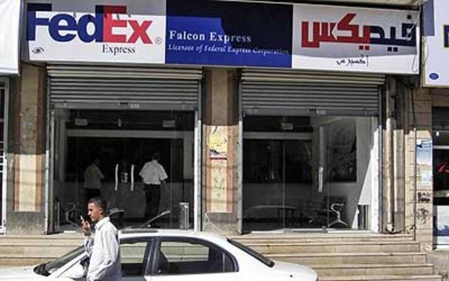 las autoridades yemen s cierran las oficinas de fedex y