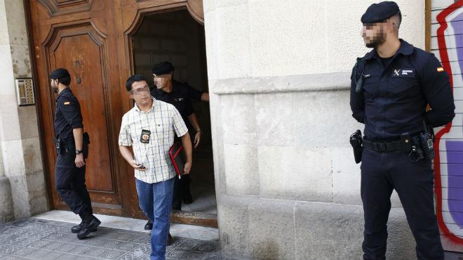 Agentes de la Guardia Civil registran la sede de la fundación de Convergència y cuatro ayuntamientos catalanes por mandato del juzgado número 1 de El Vendrell (Tarragona)