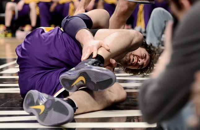 Gasol se lesiona al final del partido entre los Nets y los Lakers (83-92)