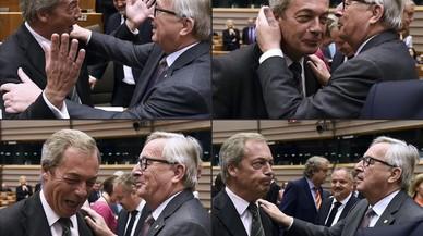 El presidente de la Comisi�n Europea, Jean-Claude Juncker, y el l�der del UKIP, Nigel Farage, en el Parlamento Europea, en Bruselas.