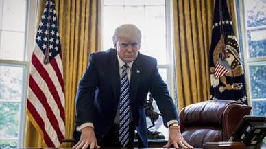 El presidente Donald Trump posa para un retrato en el Despacho Oval, en Washington, el pasado viernes.