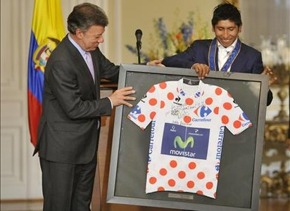 Apoteósico recibimiento a Nairo Quintana en Colombia