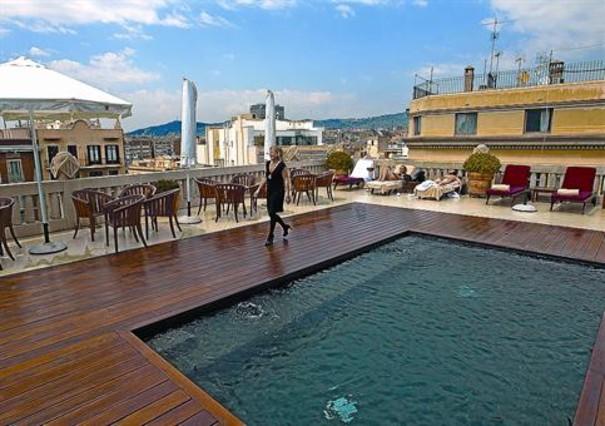 Los hoteles brindar n sus terrazas una semana a los - Hotel casa fuster terraza ...