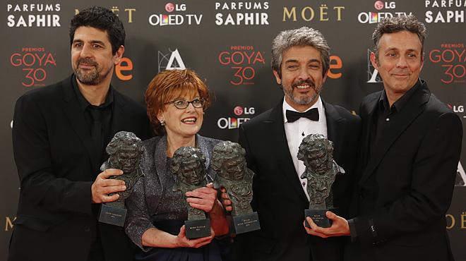 Cesc Gay, Marta Esteban, Ricardo Dar�n y Tom�s Aragay,vencedores de la gala con sus 5 Goyas.