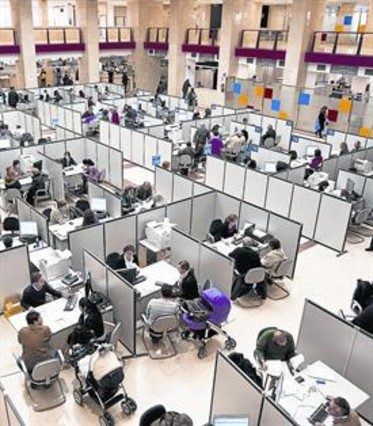 La ltima campa a del irpf de la crisis empieza este martes for Oficina tributaria madrid