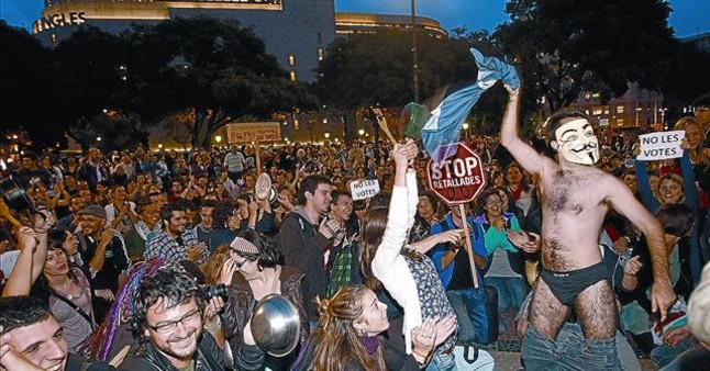 Concentración de protesta en la Puerta del Sol de Madrid, ayer. RAMON GABRIEL