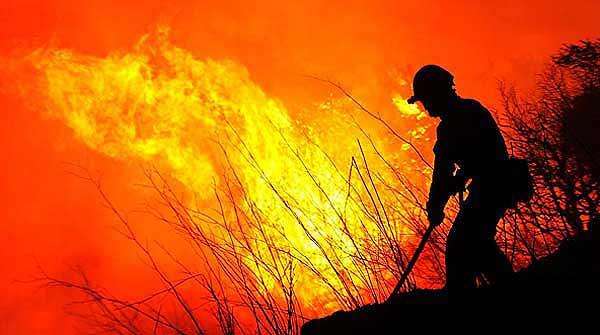 El foc de lEmpordà segueix descontrolat amb tres focus de perill