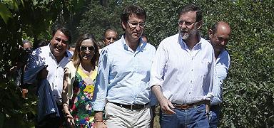 Rajoy y Feijóo (en primer término) y la ministra Ana Pastor, este viernes. EFE