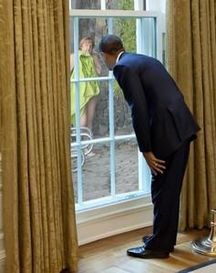Obama espía a la Fraü 1382878186477