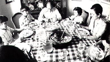 Los Pujol Ferrusola, durante una comida familiar en 1980.