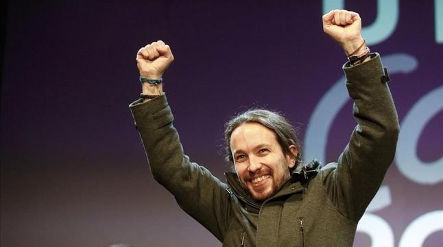 Pablo Iglesias celebra el resultado de Podemos la noche electoral.