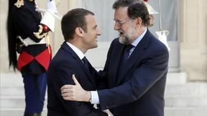 El presidente del Gobierno, Mariano Rajoy, y el presidente francés, Emmanuel Macron, el pasado 16 de junio, en París.