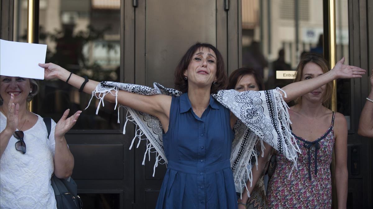 Juana Rivas, este martes, al salir de los juzgados de Granada a los que ha ido a declarar.