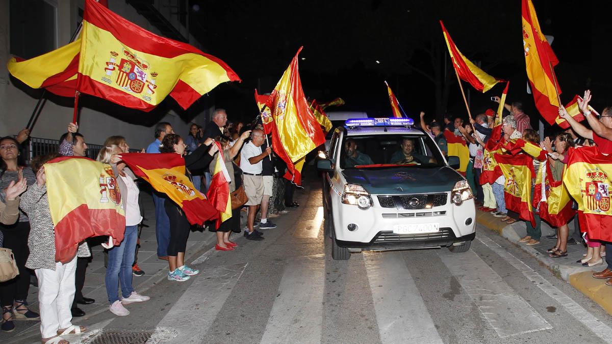 Refer ndum catalu a 2017 v tores a polic as a por ellos - Policia nacional algeciras ...