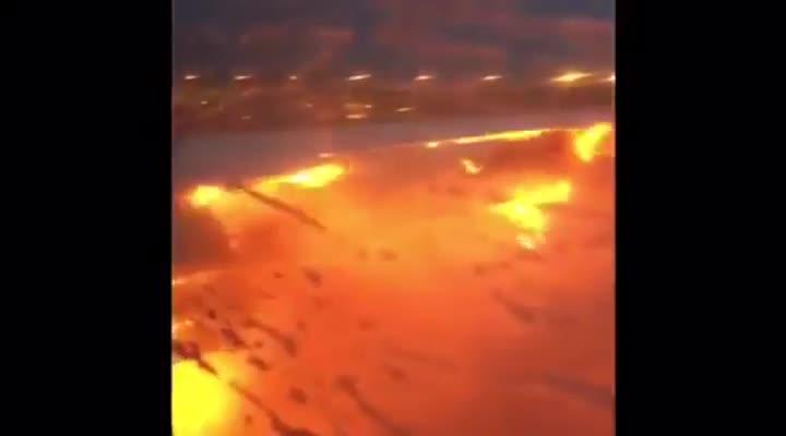 El avi�n incendiado en Singapur.