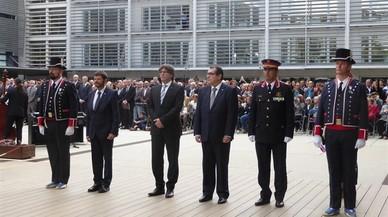 """Puigdemont corrige el """"olvido histórico"""" de los Mossos muertos en servicio con un monolito"""