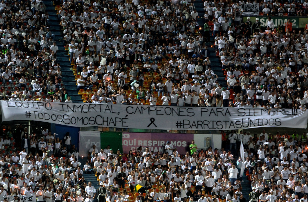 cartel-honor-chapecoense-estadio-del-atletico-medellin-1480573961677