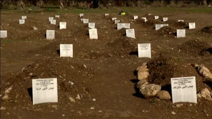 As� es el cementerio de los refugiados en Lesbos.