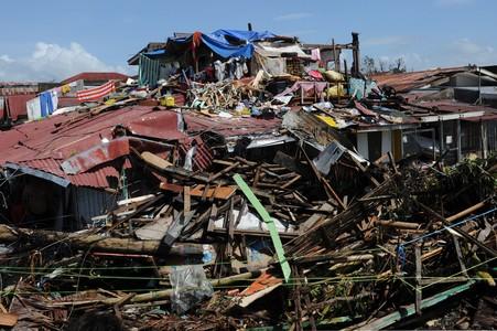 Al menos 10.000 personas han perdido la vida en Filipinas por el tif�n 'Haiyan'