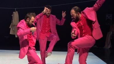Juan Carlos L�rida (derecha), especialista en flamenco, Gilles Viandier, en danza contempor�nea y el actor David Climent, en un ensayo de 'Al baile' que este fin de semana recala en el Mercat.