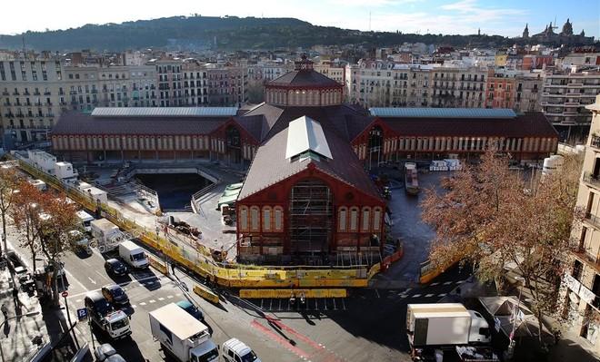 El mercado de Sant Antoni, en la fase final de unas obras que han durado años.