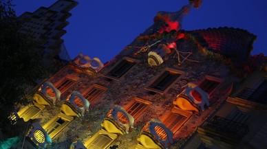 La Casa Batlló s'il·lumina amb la bandera gai