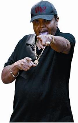 El patriarca Jackson alardea de maltratador