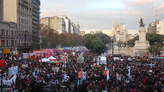 Multitudinària marxa a Buenos Aires contra la violència masclista