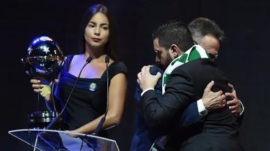 El Chapecoense rep la Copa Sud-americana en un acte carregat d'emoció