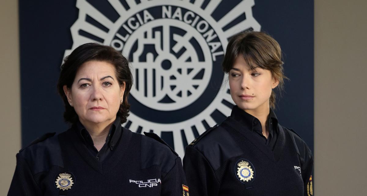 Las actrices Luisa Martín y Andrea del Río, protagonistas de la serie deTVE-1 'Servir y proteger'.
