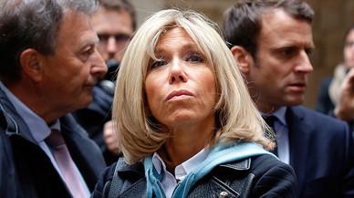 Macron, la seva senyora i el doble tracte en el periodisme 'seriós'