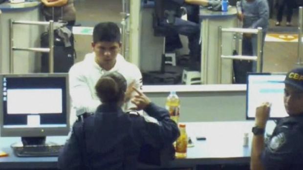 Un vídeo mostra com la policia fronterera de Califòrnia va obligar un noi a beure metamfetamina