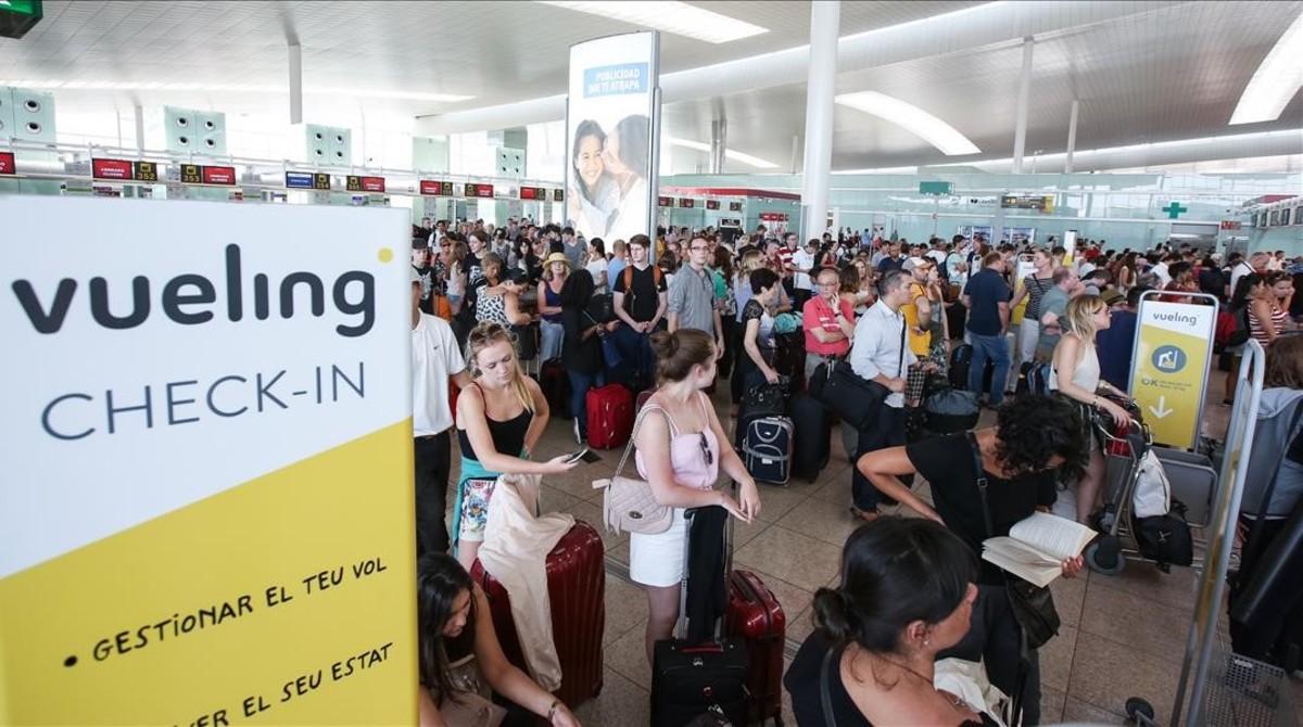 Vueling comienza la semana reduciendo los retrasos y las for Oficinas vueling barcelona