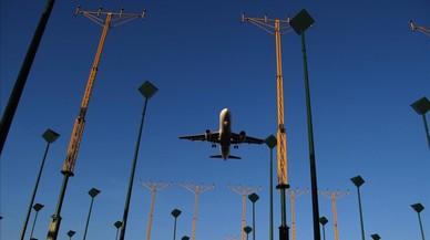 Els vigilants dels aeroports de Santiago i la Corunya convoquen vaga