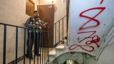 Una desena de narcopisos resisteix la pressió policial al Raval