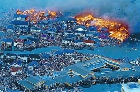 Vista aérea de Natori, en el norte de Japón, donde varios incendios se desataron tras el seísmo.