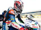 El piloto de Moto3 Maverick Vi�ales se prepara para salir del box en una sesi�n libre en el circuito de Silverstone, Inglaterra.