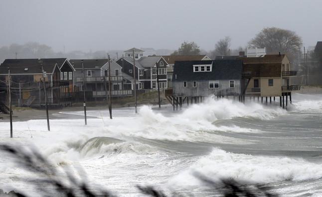 Casas amenazadas por las olas en Peggoty Beach, Massachussets. Elise Amendola | AP