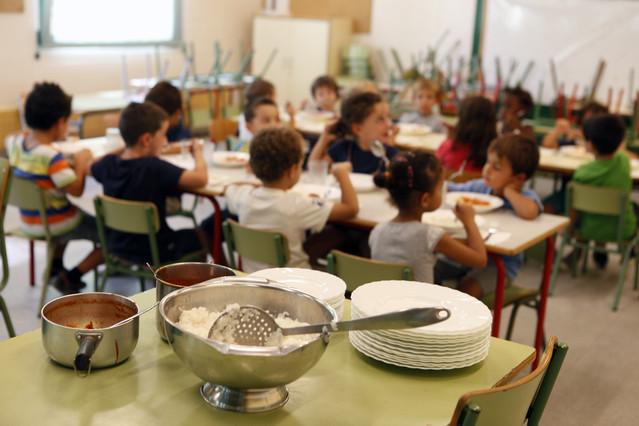 Escuelas y familias exigen becas de comedor m s justas for Becas comedor barcelona