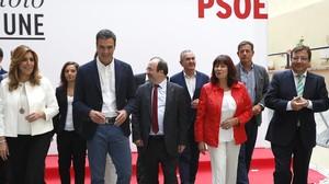 Sánchez, junto a varios de los líderes territoriales del PSOE, a finales de septiembre.